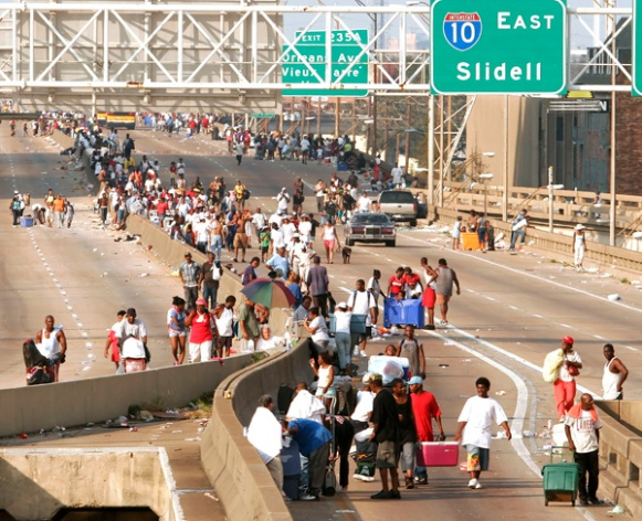 Thousands clog elevated freeway in downtown New Orleans.